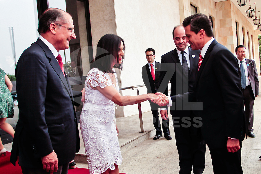 ATENÇÃO EDITOR: FOTO EMBARGADA PARA VEÍCULOS INTERNACIONAIS. SAO PAULO, SP, 19 DE SETEMBRO DE 2012.VISITA DO PRESIDENTE DO MEXICO A SP. O presidente do Mexico Enrique Pena Ñieto durante visita ao governador de São Paulo, Geraldo Alckmin, na tarde desta quarta feira no Palacio dos Bandeirantes na zona sul da capital paulista FOTO ADRIANA SPACA/ BRAZIL PHOTO PRESS.