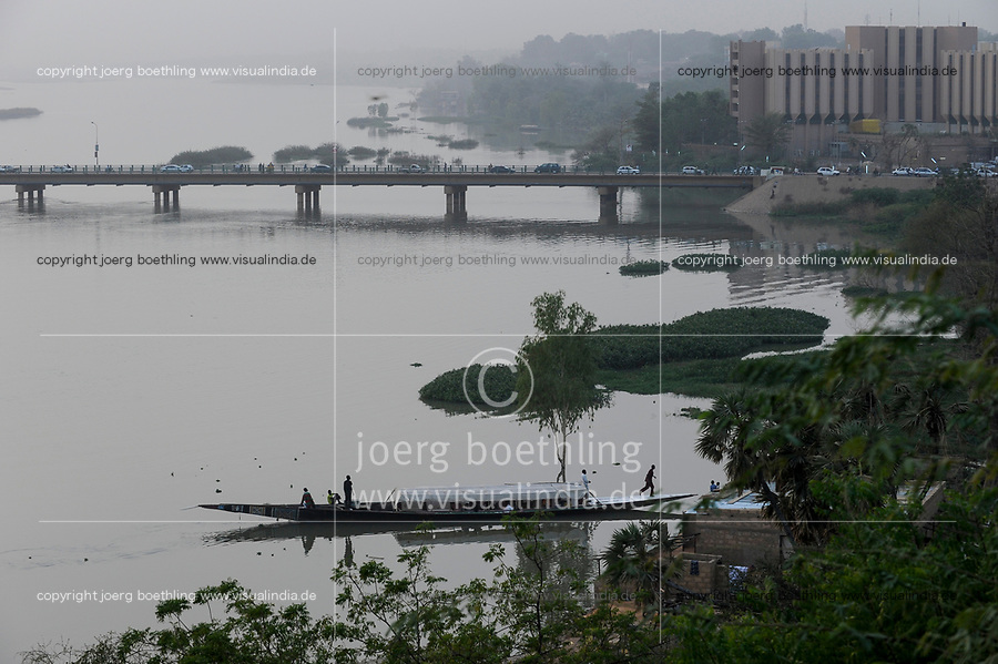 NIGER Niamey, river Niger, Kennedy bridge, Hotel and pirogue wooden boat