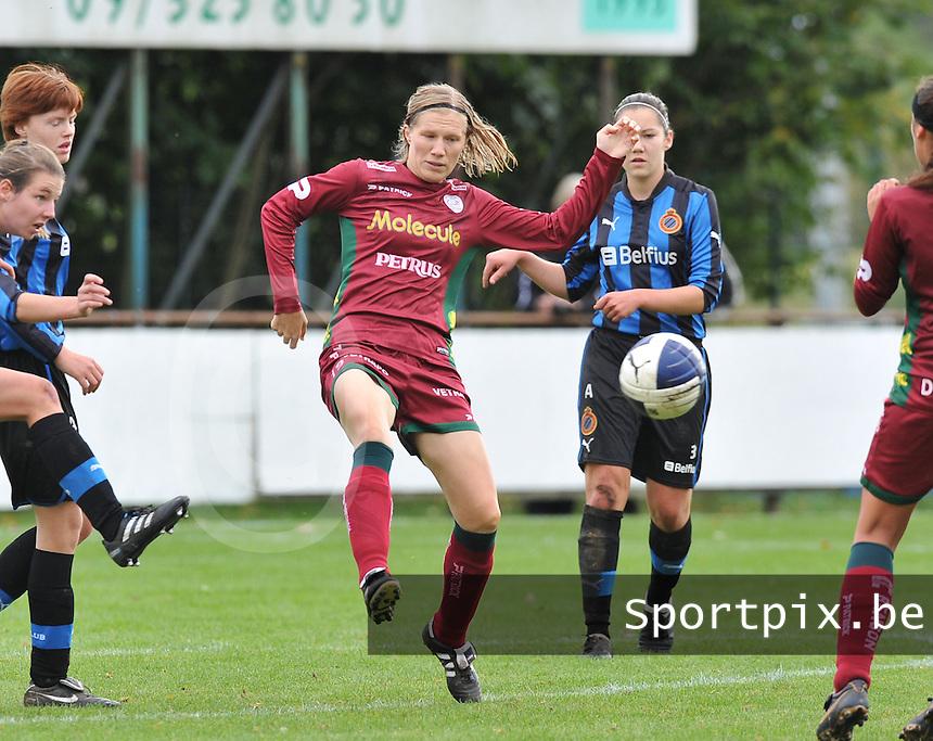 Club Brugge Dames - Dames Zulte Waregem : Elien Ameye.foto DAVID CATRY / Vrouwenteam.be