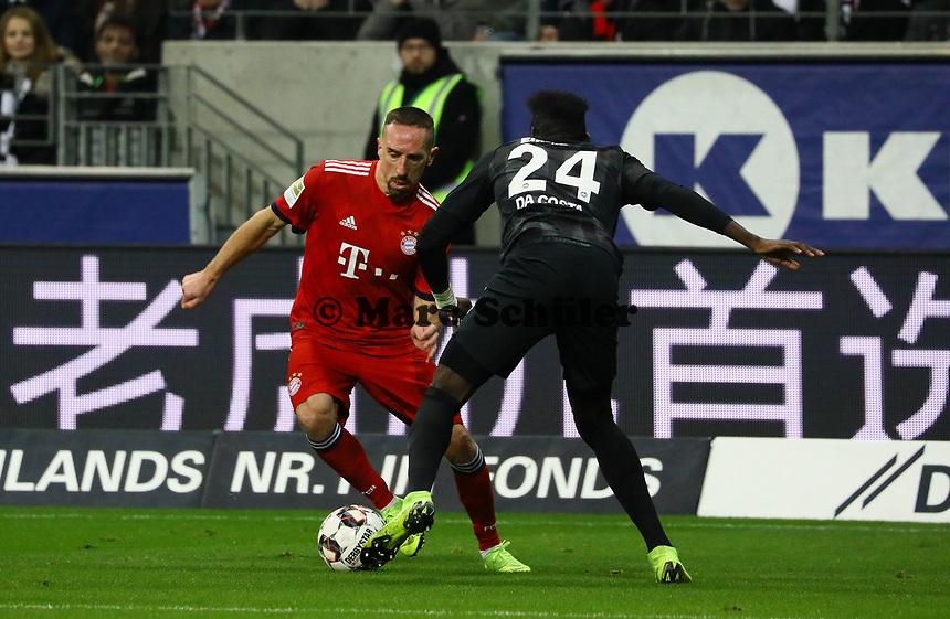 Franck Ribery (FC Bayern Muenchen) gegen Danny da Costa (Eintracht Frankfurt) - 22.12.2018: Eintracht Frankfurt vs. FC Bayern München, Commerzbank Arena, DISCLAIMER: DFL regulations prohibit any use of photographs as image sequences and/or quasi-video.