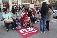 SAO PAULO, SP, 03/09/2012, INVASAO PREDIOS. Varios predios publicos foram invadidos na madrugada de hoje (03) pelo Movimnento do Sem Teto do Centro, na foto o  predio que pertence ao BINSS que fica na Av. 9 de Julho.. Luiz Guarnieri/ Brazil Photo Press