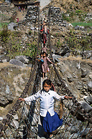 Nepal, Dolakha, hanging bridge in Himalaya mountains / Haengebrucke im Himalaja