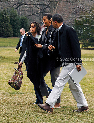 Washington, DC - March 8, 2009 -- United States President Barck Obama (R) returns from Camp David aboard Marine One with First Lady Michelle(C)  and his daughters Malia (L) and Sasha (unseen) on the South Lawn of the White House, Washington D.C, on 08 March 2009. .Credit: Chris Usher - Pool via CNP