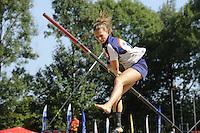 FIERLJEPPEN: GRIJPSKERK: 27-08-2016, Nederlands Kampioenschap Fierljeppen/Polsstokverspringen, Klaske Nauta, ©foto Martin de Jong