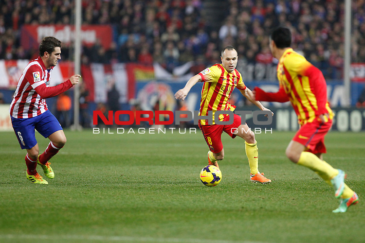 Atletico de Madrid¬¥s Koke (L) and Barcelona¬¥s Andres Iniesta during La Liga match at Vicente Calderon stadium in Madrid, Spain. January 11, 2014. Foto © nph / Victor Blanco)