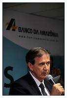 O engenheiro agrônomo, amazonense, Marivaldo Gonçalves de Melo, 51 anos, tomou posse na presidência Banco da Amazônia, em Belém, , no final da manhã de ontem, 16, em substituição ao também bancário procedente do Banco do Brasil, o gaúcho, Valmir Pedro Rossi, que esteve à frente da instituição desde fevereiro de 2013. Ele é o primeiro servidor de carreira a chegar ao cargo de presidente em 73 anos de fundação do banco.  <br /> <br /> Belém, Pará, Brasil.<br /> Foto Tarso Sarraf <br /> 16/11/2015