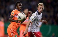 FUSSBALL   DFB POKAL   SAISON 2013/2014   2. HAUPTRUNDE Hamburger SV - SpVgg Greuther Fuerth                 24.09.2013 Abdul Rahman Baba (li, Fuerth) gegen Maximilian Beister (re, Hamburger SV)
