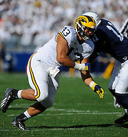 21 November 2015:  Michigan DT Chris Wormley (43) rushes the quarterback. The Michigan Wolverines defeated the Penn State Nittany Lions 28-16 at Beaver Stadium in State College, PA. (Photo by Randy Litzinger/Icon Sportswire)