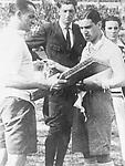 Uruguay, Montevideo Fussball-WM Finale Uruguay - Argentinien 4:2, Faehnchentausch vor dem Endspiel zwischen den Mannschaftskapitaenen Jose Nasazzi (l., Uruguay) und Manuel Ferreira, beobachtet vom belgischen Schiedsrichter Jan Langenus (Mitte) und dem bolivianischen Linienrichter Ulises Saucedo<br /> - 30.07.1930<br /> <br /> - 30.07.1930<br /> <br /> Es obliegt dem Nutzer zu prüfen, ob Rechte Dritter an den Bildinhalten der beabsichtigten Nutzung des Bildmaterials entgegen stehen.<br /> <br /> FIFA World Championship 1930 Uruguay, final in Montevideo: Uruguay vs. Argentina 4:2, both team captains before the match, f.l.t.r.: Jose Nasazzi (Uruguay), referee Jan Langenus (Belgium), Manuel Ferreira (Argentina), linesman Ulises Saucedo (Bolivia), July 30, 1930<br /> <br /> - 30.07.1930<br /> <br /> It is in the duty of the user of the image to clear prior to usage if any Third Party rights preclude the intended use.