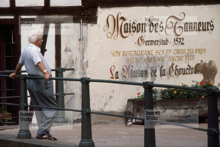- Strasbourg , ancient medieval downtown....- Strasburgo, antico centro storico medioevale
