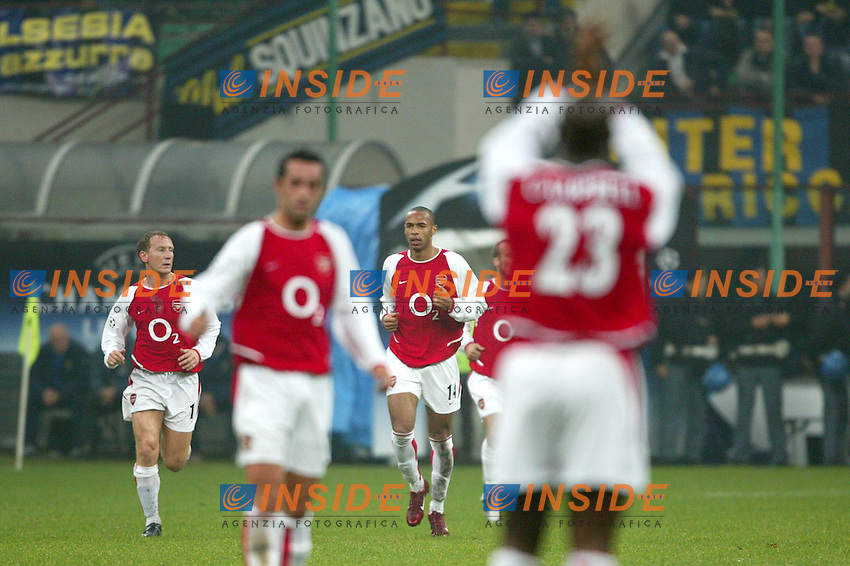 MILANO 25/11/2003 <br /> Champions League Inter Arsenal 1-5<br /> Sol Campbell claps at Thierry Henry first goal (Arsenal)<br /> Photo Andrea Staccioli Insidefoto