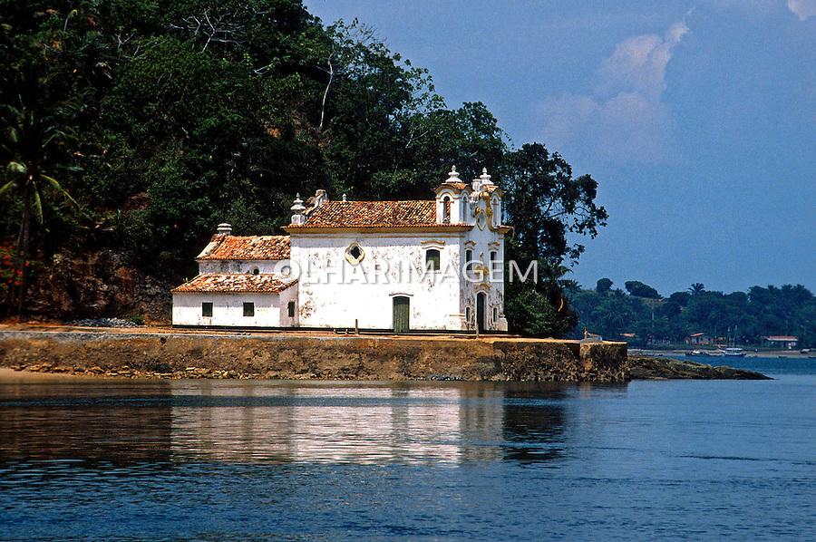 Igreja na Ilha dos Frades, Bahia. 1998. Foto de Juca Martins.