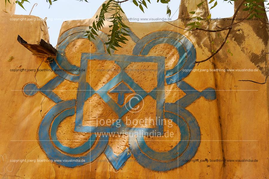 NIGER Zinder, old quarter Bimi, houses in Hausa style and decor / Altstadt Viertel in Bauweise der Haussa Tradition