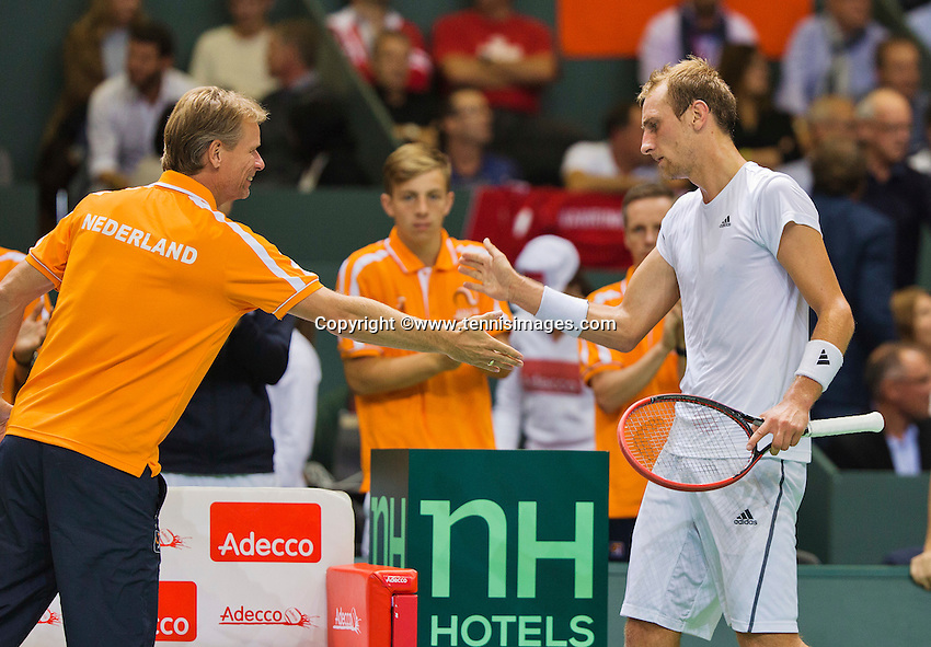 Switserland, Genève, September 18, 2015, Tennis,   Davis Cup, Switserland-Netherlands, Captain Jan Siemerink shakes hands with Thiemo de Bakker (NED)<br /> Photo: Tennisimages/Henk Koster