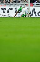 FUSSBALL   1. BUNDESLIGA   SAISON 2011/2012   32. SPIELTAG SV Werder Bremen - FC Bayern Muenchen               21.04.2012 Naldo (SV Werder Bremen) schaut nach seinem Eigentor zum 1:1 den Ball nach