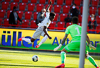 17th May 2020,Stadion An der Alten Försterei, Berlin, Germany; Bundesliga football, FC Union Berlin versus Bayern Munich; 17 May 2020, Berlin: Alphonso Davies of Bayern crosses in front of the goal watched closely by goalkeeper Gikiewicz