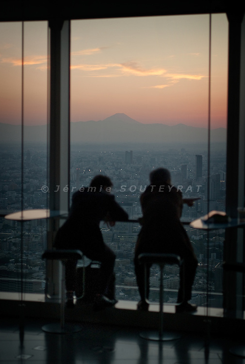 Tokyo - 19th of October 2009 - Sunset and Fujisan watching from top of Mori tower, Roppongi Hills.