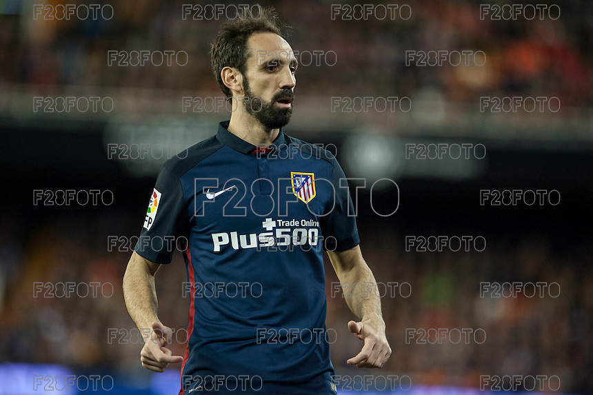 VALENCIA, SPAIN - MARCH 6: Juanfran during BBVA League match between Valencia C.F. and Athletico de Madrid at Mestalla Stadium on March 6, 2015 in Valencia, Spain