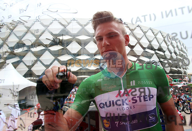 Marcel Kittel (GER) Quick-Step Floors at sign on before the start of Stage 3 Al Maryah Island Stage of the 2017 Abu Dhabi Tour, starting at Al Ain and running 186km to the mountain top finish at Jebel Hafeet, Abu Dhabi. 25th February 2017<br /> Picture: ANSA/Matteo Bazzi   Newsfile<br /> <br /> <br /> All photos usage must carry mandatory copyright credit (&copy; Newsfile   ANSA)