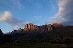 Tsaranoro valley, cliffs of mount Tsaranoro covered by yellow lichens..vallee du Tsaranoro, murailles  du mont Tsaranoro (1910 m) colres par les lichens jaunes