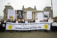 """In Solidaritaet mit dem Whistleblower Edward Snowden und gegen die Ueberwachung veranstalteten die Organisationen """"Rechtsanwaelte gegen Totalueberwachung"""" und campact vor dem Reichstag eine Kundgebung.<br />Sie forderten ein Ende der digitalen Ueberwachung und Asyl fuer Snowden in Deutschland.<br />18.11.2013, Berlin<br />Copyright: Christian-Ditsch.de<br />[Inhaltsveraendernde Manipulation des Fotos nur nach ausdruecklicher Genehmigung des Fotografen. Vereinbarungen ueber Abtretung von Persoenlichkeitsrechten/Model Release der abgebildeten Person/Personen liegen nicht vor. NO MODEL RELEASE! Don't publish without copyright Christian-Ditsch.de, Veroeffentlichung nur mit Fotografennennung, sowie gegen Honorar, MwSt. und Beleg. Konto:, I N G - D i B a, IBAN DE58500105175400192269, BIC INGDDEFFXXX, Kontakt: post@christian-ditsch.de<br />Urhebervermerk wird gemaess Paragraph 13 UHG verlangt.]"""