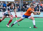 HUIZEN - Hockey - Nine Rijna (Bldaal) met Daphne Koolhaas (HUI)   . Hoofdklasse hockey competitie, Huizen-Bloemendaal (2-1) . COPYRIGHT KOEN SUYK