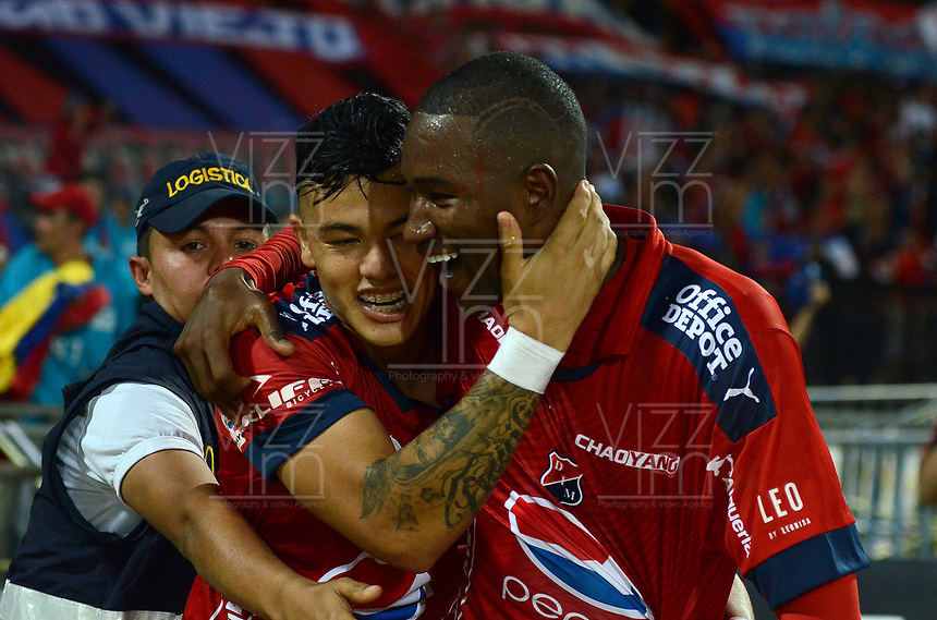 MEDELLÍN -COLOMBIA-28-05-2017: Andres Mosquera (Der) jugador del Medellín celebra con Jorge Arias después de anotar un gol al Nacional durante el encuentro entre Independiente Medellín y Atletico Nacional por la fecha 20 de la Liga Águila I 2017 jugado en el estadio Atanasio Girardot de la ciudad de Medellín. / Andres Mosquera (R) player of Medellin celebrates with Jorge Arias after scoring a goal to Nacional during match between Independiente Medellin and Atletico Nacional for date 20 of the Aguila League I 2017 at Atanasio Girardot stadium in Medellin city. Photo: VizzorImage/ León Monsalve / Cont