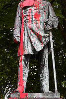 GERMANY, Hamburg, black lives matter movement, statue of Otto von Bismarck, german chancellor, smeared with red paint as protest against german colonial crime and racism, Bismarck has invited 1884/85 for the congo conference in Berlin, where africa was split up to the european colonial powers / DEUTSCHLAND, Hamburg Altona, aus Protest gegen deutsche Kolonialverbrechen und Rassismus mit Farbe beschmierte Statue des Reichskanzler Otto von Bismarck, Bismarck hat 1884/85 in Berlin zur Kongokonferenz zur Aufteilung Afrikas in Kolonien eingeladen