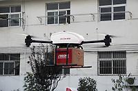 GRA026 PEKÍN, 17/06/2017.- Fotografía facilitada por JD.com. Amazon fue la primera que hace unos años avanzó la posibilidad de enviar pedidos a sus compradores a través de drones, pero mientras la multinacional estadounidense aún investiga esa tecnología, una rival china, JD.com, se le ha adelantado y ya usa estos vuelos no tripulados como mensajeros. EFE **SOLO USO EDITORIAL**