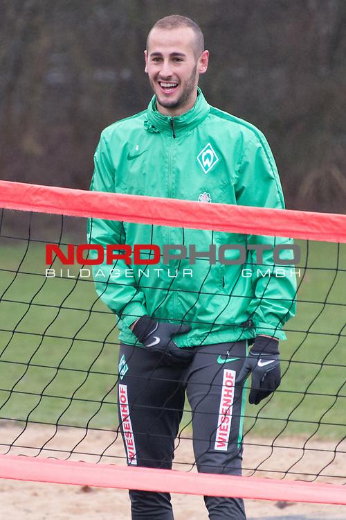 25.03.2016, Trainingsgelaende, Bremen, GER, 1.FBL, Training Werder Bremen<br /> <br /> im Bild<br /> Alejandro G&aacute;lvez / Galvez (Bremen #4), <br /> <br /> Foto &copy; nordphoto / Ewert