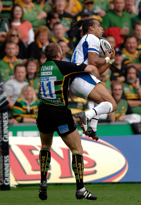 Photo: Richard Lane..Northampton Saints v Bath Rugby. Guinness Premiership. 16/09/2006. .Bath's Andrew Higgins goes up for a high ball as Ben Cohen challenges.