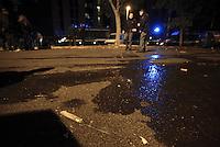 Roma 11 Novembre 2014<br /> Tor Sapienza <br /> Assalto razzista in tarda serata al centro per richiedenti asilo in via giorgio Morandi.<br /> Un centinaio di persone incendiano cassonetti, tirano bombe carta e lanciano oggetti.<br /> Ingente dispiegamento di forze dell'ordine.<br /> In terra un coltello.