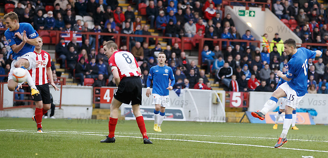 Fraser Aird cracks one off against Dean Shiels