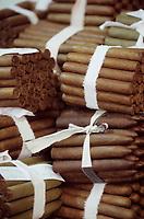 """Iles Bahamas / New Providence et Paradise Island / Nassau: Hotel """"le Graycliff"""" ou Enrico Garzaroli produit ces cigares """"Iles Bahamas / New Providence et Paradise Island / Nassau: Hotel """" le Graycliff""""ou Enrico Garzaroli produit ces cigares"""" Graycliff"""" //  Bahamas Islands / New Providence and Paradise Island / Nassau: Hotel """"le Graycliff"""" where Enrico Garzaroli produces these cigars """"Bahamas Islands / New Providence and Paradise Island / Nassau : Hotel """"le Graycliff"""" where Enrico Garzaroli produces these cigars"""" Graycliff"""