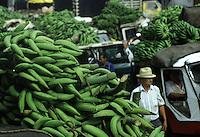 COLOMBIA - Armenia , mercato delle banane banana market in Armenia