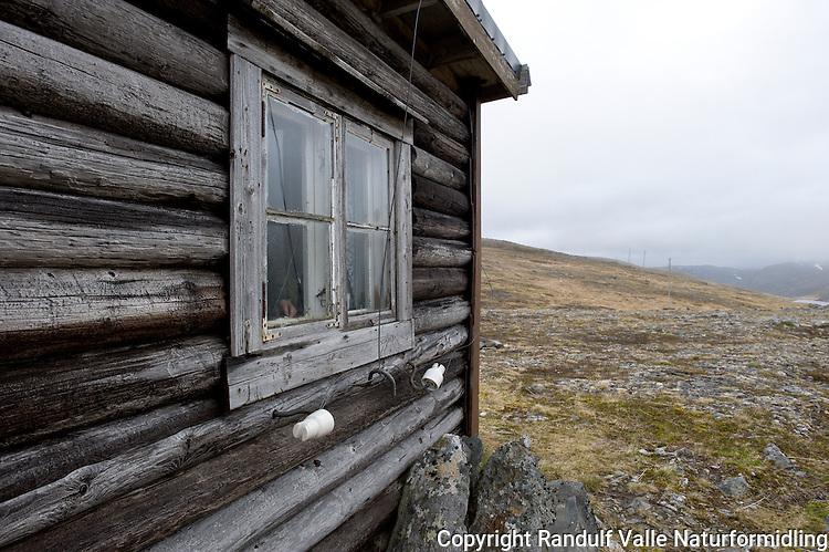 Vannfjordhytta på Magerøya. Norges nordligste turistforeningshytte.  ----  Vannfjordhytta on Magerøya.