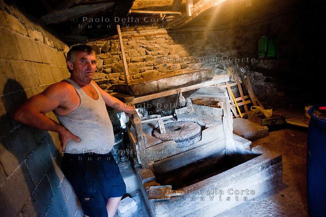 Fishtë (Albania) - Ristorante Mrizi i Zanave. Un mulino ad acqua da cui si rifornice Altin per la farina