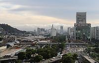 RIO DE JANEIRO, RJ, 14 JANEIRO 2013 - CLIMA TEMPO RJ -  A cidade amanhece com o tempo abrindo e com possibilidade de abertura de sol na regiao central da cidade  nessa segunda 14. (FOTO: LEVY RIBEIRO / BRAZIL PHOTO PRESS)