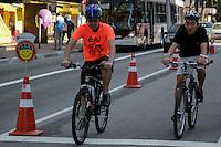 SÃO PAULO -SP- 24.05.2015 - CICLO-FAIXA- SP - Movimentação na ciclo-faixa de lazer da avenida Paulista na região centro sul de São Paulo na manhã deste domingo, 24. (Foto: Renato Mendes/Brazil Photo Press)