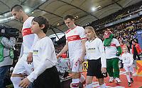 FUSSBALL   1. BUNDESLIGA  SAISON 2012/2013   9. Spieltag   VfB Stuttgart - Eintracht Frankfurt      28.10.2012 Vedad Ibisevic (li, VfB Stuttgart),  William Kvist (Mitte, VfB Stuttgart) und  VfB Maskottchen Fritzle mit Einlaufkindern