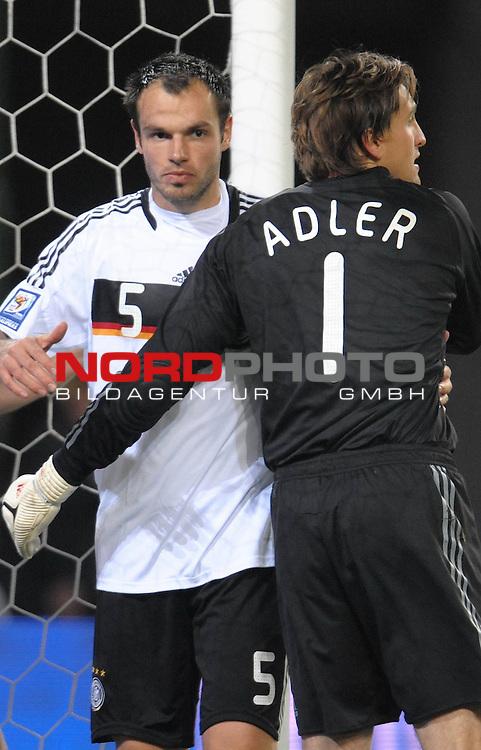 Fussball, L&auml;nderspiel, WM 2010 Qualifikation Gruppe 4  14. Spieltag<br />  Deutschland (GER) vs. Finnland ( FIN ) 1:1 ( 0:1 )<br /> <br /> Heiko Westermann ( Ger / Schalke 04 #5) und Rene Adler ( GER / Bayer 04 Leverkusen #01 ) <br /> <br /> Foto &copy; nph (  nordphoto  )<br />  *** Local Caption *** <br /> <br /> Fotos sind ohne vorherigen schriftliche Zustimmung ausschliesslich f&uuml;r redaktionelle Publikationszwecke zu verwenden.<br /> Auf Anfrage in hoeherer Qualitaet/Aufloesung