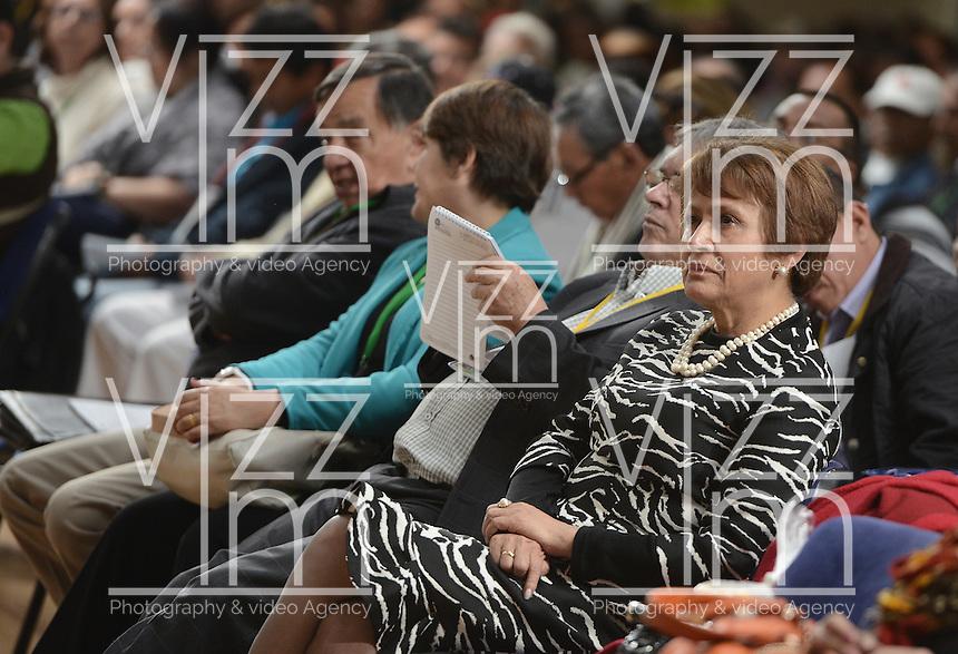 """BOGOTÁ -COLOMBIA. 10-10-2014. Jahel Quiroga, directora de Reiniciar, durante el encuentro por la """"Dignidad de las Víctimas del Genocidio contra La UP"""" realizado hoy, 10 de octuber de 2014, en la ciudad de Bogotá./ Jahel Quiroga, head of Reiniciar, during the meeting for the """"Dignity of Victims of Genocide against The UP"""" took place today, October 10 2014, at Bogota city. Photo: Reiniciar /VizzorImage/ Gabriel Aponte"""
