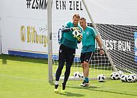 Torwart Manuel Neuer (Deutschland Germany) mit Torwarttrainer Andreas Koepke (Deutschland Germany) - 31.05.2018: Training der Deutschen Nationalmannschaft zur WM-Vorbereitung in der Sportzone Rungg in Eppan/Südtirol