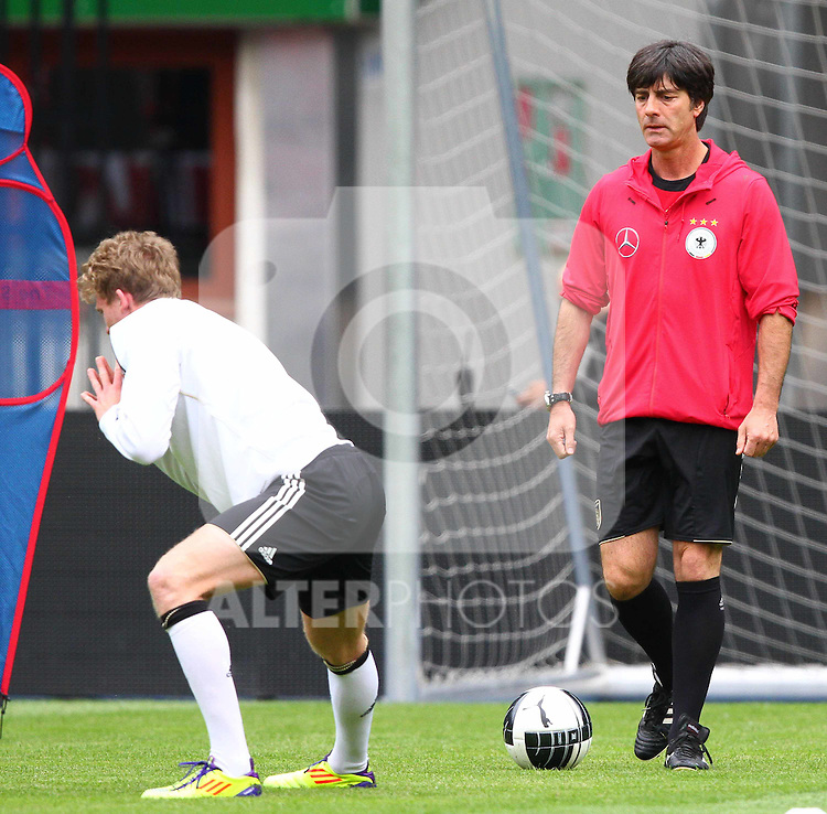02.06.2011, Ernst Happel Stadion, Wien, AUT, UEFA EURO 2012, Qualifikation, Abschlusstraining Deutschland (GER), im Bild Bundestrainer Joachim Löw, (GER) // during the final training from Germany for the UEFA Euro 2012 Qualifier Game, Austria vs Germany, at Ernst Happel Stadium, Vienna, 2010-06-02, EXPA Pictures © 2011, PhotoCredit: EXPA/ T. Haumer