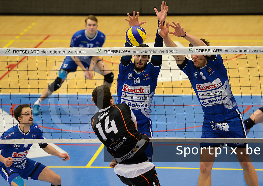 Knack Roeselare - Lindemans Aalst : Matthijs Verhanneman (r) en Miquel Angel Fornes (midden) blokken Ivan Mihalj (14) af<br /> Foto DAVID CATRY | VDB | Bart Vandenbroucke