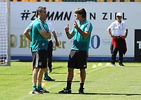 Bundestrainer Joachim Loew (Deutschland Germany) mit Fitnesstrainer Shad Forsythe - 05.06.2018: Training der Deutschen Nationalmannschaft zur WM-Vorbereitung in der Sportzone Rungg in Eppan/Südtirol