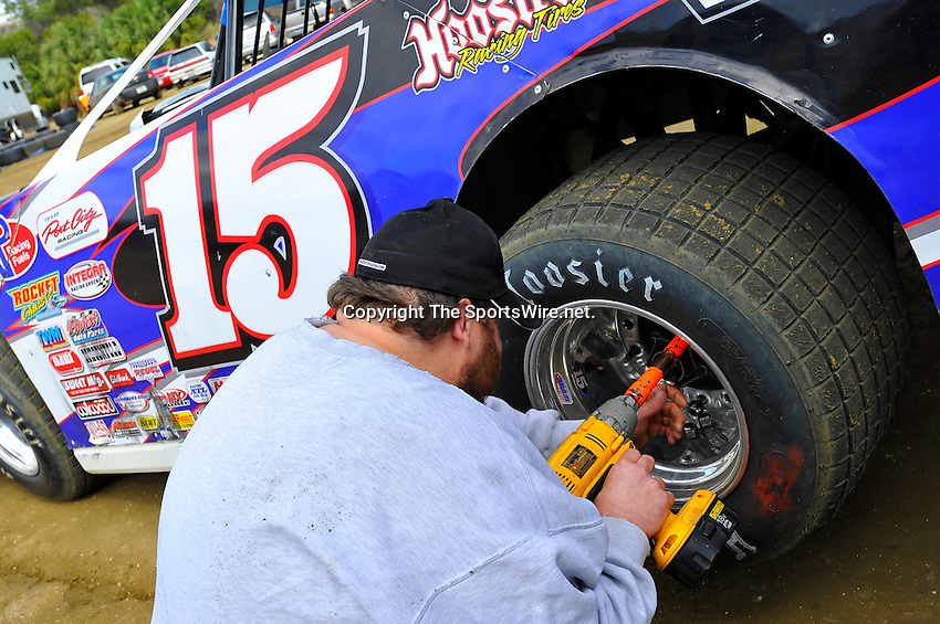 Feb 06, 2010; 2:36:07 PM; Gibsonton, FL., USA; The Lucas Oil Dirt Late Model Racing Series running The 34th Annual Dart WinterNationals at East Bay Raceway Park.  Mandatory Credit: (thesportswire.net)