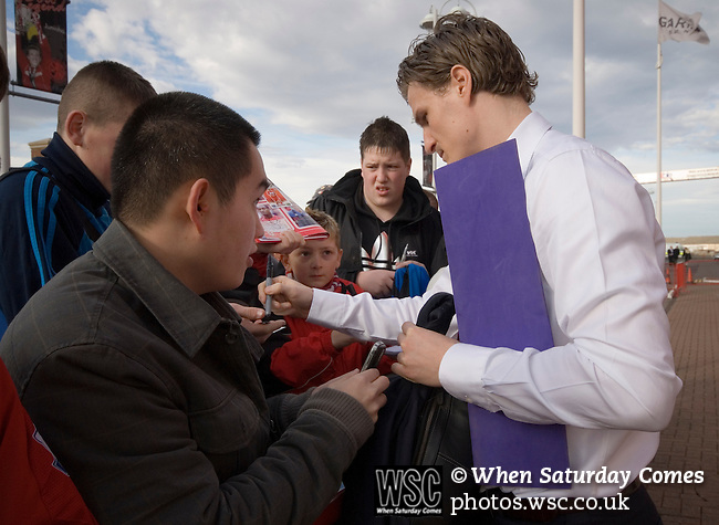 Robert Huth signing autographs. Middlesbrough 0 Wigan Athletic 0, 21/02/2009. The Riverside Stadium, Middlesbrough. Premier League. Photo by Paul Thompson.