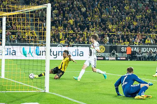 23.09.2016. Dortmund, Germany. German Bundesliga Football. Borussia Dortmund versus SC Freibrug.  Pierre-Emerick Aubameyang (Borussia Dortmund 17) scores for 1:0