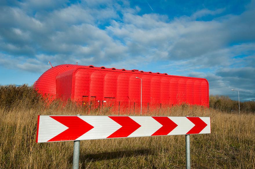 Nederland, Almere, 25 nov 2013<br /> Almere de Poort. Warmteoverdrachtstation Almere Poort. De woonwijk hiernaast heeft stadsverwarming. Het water hiervoor wordt opgewarmd met restwarmte van omliggende industrie.<br /> <br /> Foto: Michiel Wijnbergh